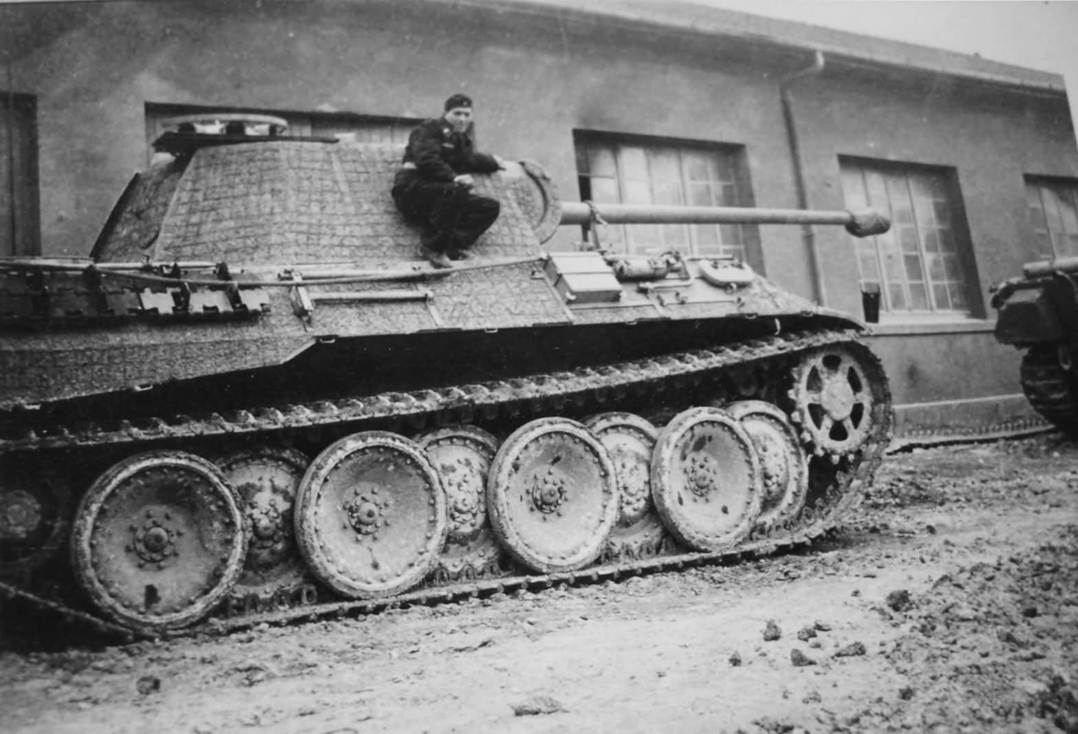 Pz.Kpfw. V Panther coated with zimmerit anti-magnetic ...