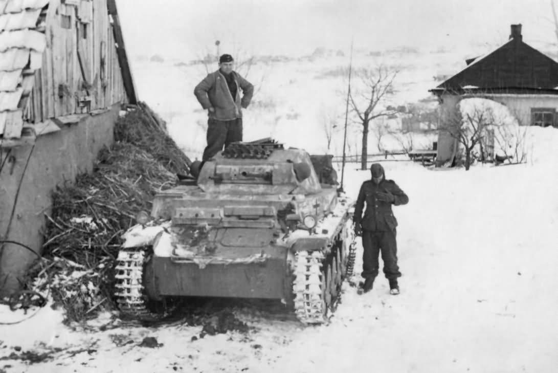 [Image: german_light_tank_Panzer_II_in_Russia.jpg]