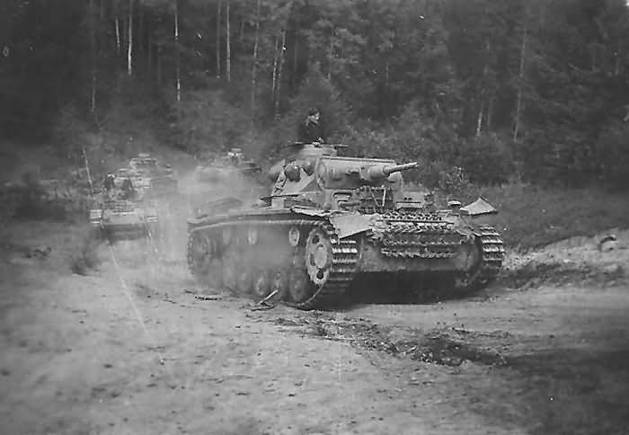 A column of Panzer III and IV tanks – Olianowo Soviet Union 1942
