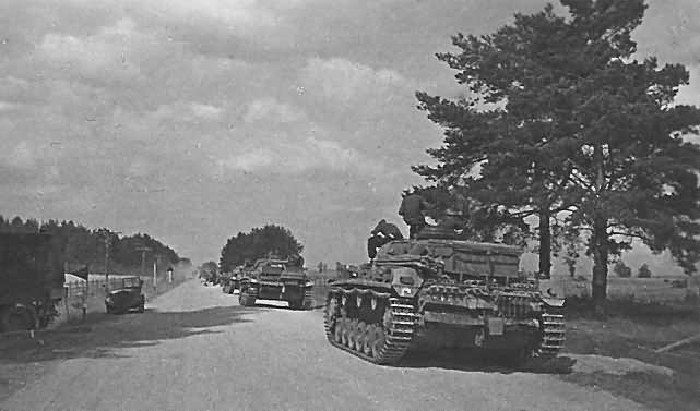 A column of Panzerkampfwagen III tanks in their way to the front