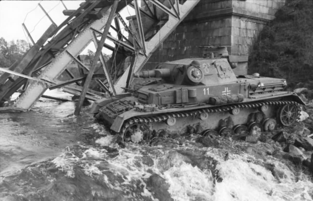 Panzer_IV_Ausf_D_eastern_front_1941.jpg