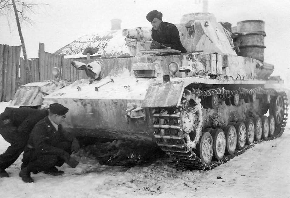 Image result for ww2 German panzer 4 tank in the snow