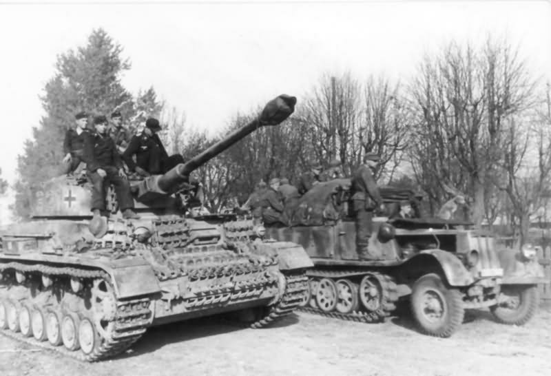 Image result for German panzer 4 tank russia