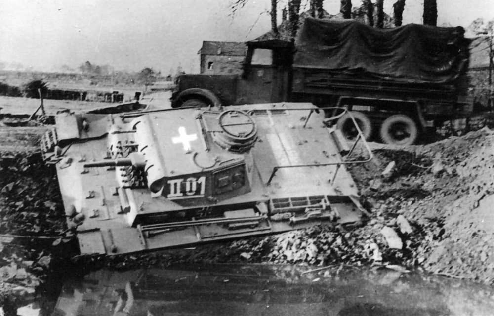 Panzerbefehlswagen III Ausf E coded II01 of the 5 Panzer Division France 1940
