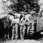 Sturmhaubitze 42 StuH 42 with schurzen crew