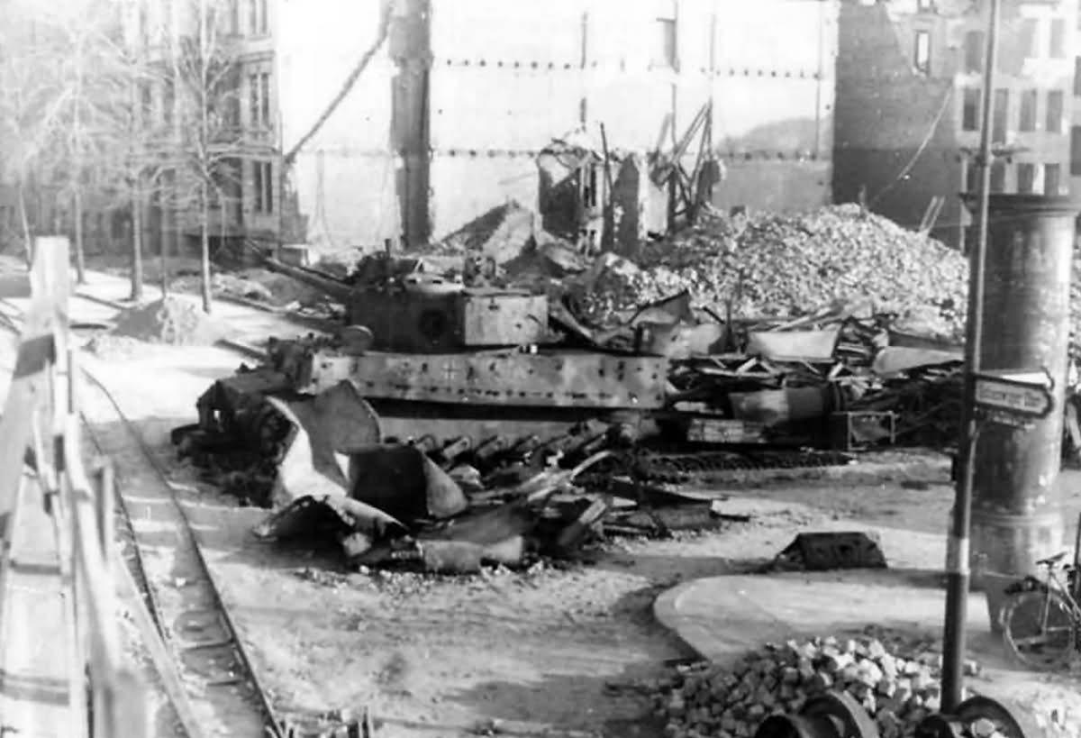 destroyed tiger of panzer division m ncheberg altonaer strasse berlin 1945 world war photos. Black Bedroom Furniture Sets. Home Design Ideas