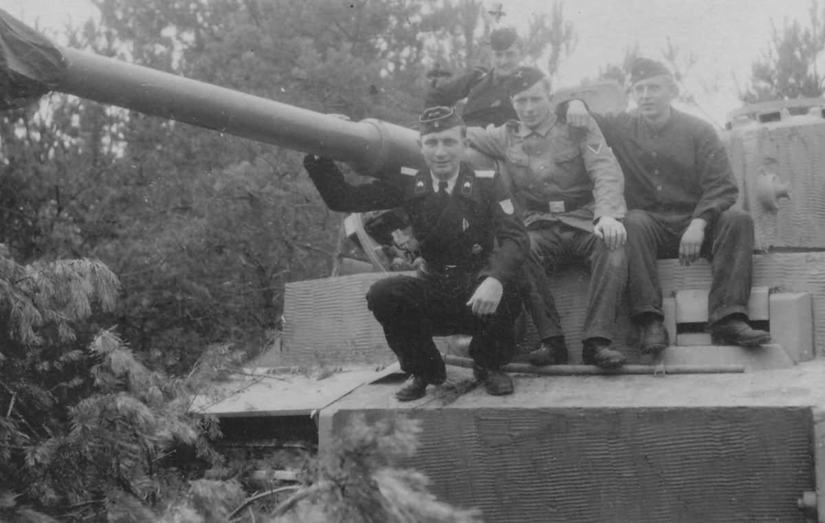 Tiger I heavy tank and crew of the German schwere Panzer Abteilung 509