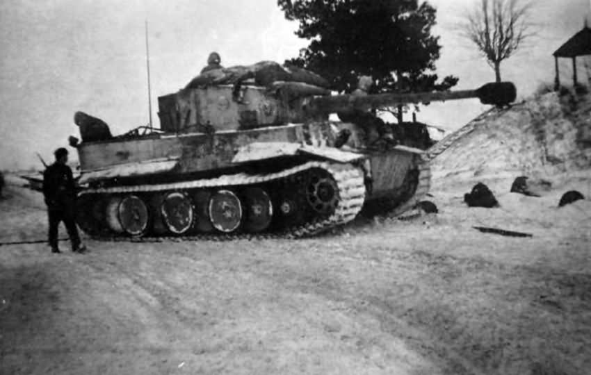 Tiger tank of schwere panzer abteilung 502. Tank number 332 Eastern Front winter camuflage