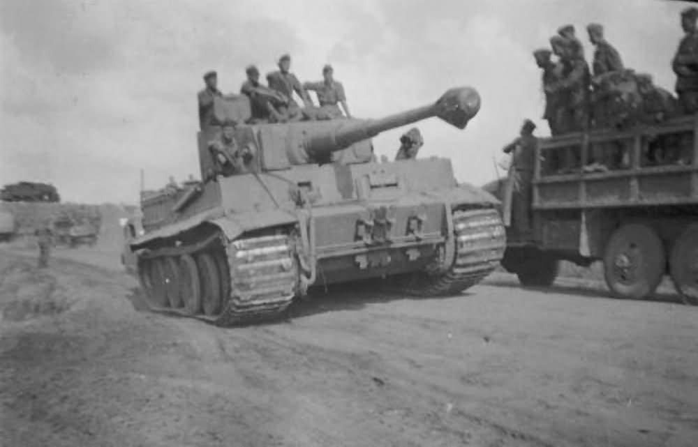 """Tiger I """"S01"""" of Panzer Grenadier Division Grossdeutschland"""