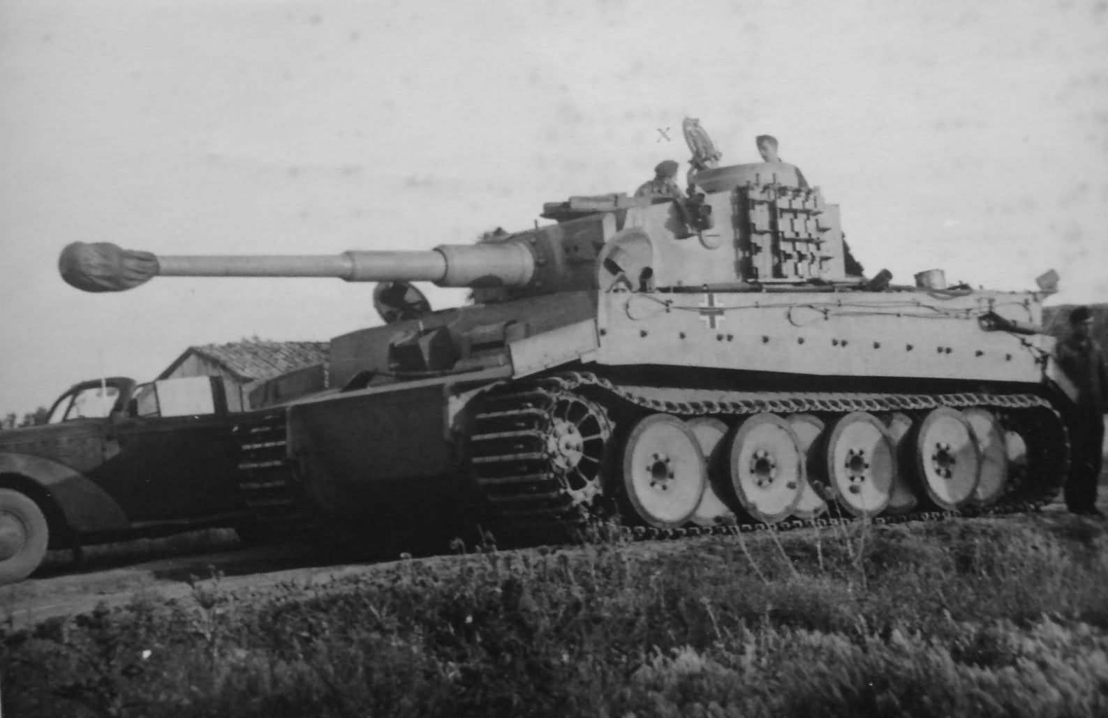 Tiger I ausf H with track links bolted to the side of the turret