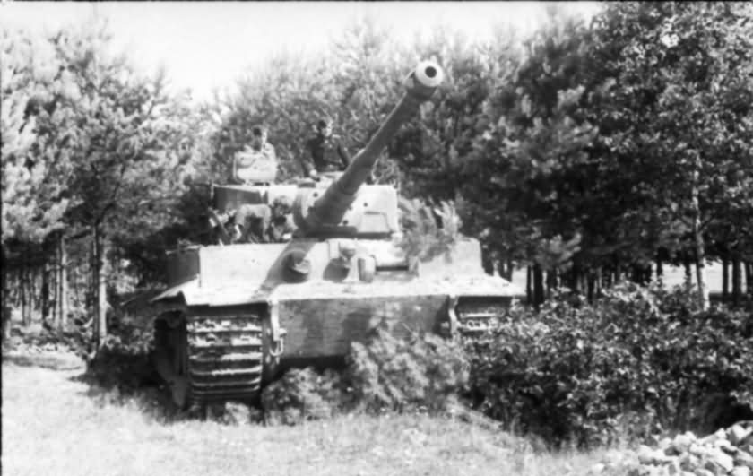Panzer VI Tiger #912 of 3rd SS Panzer Division Totenkopf in Poland front view