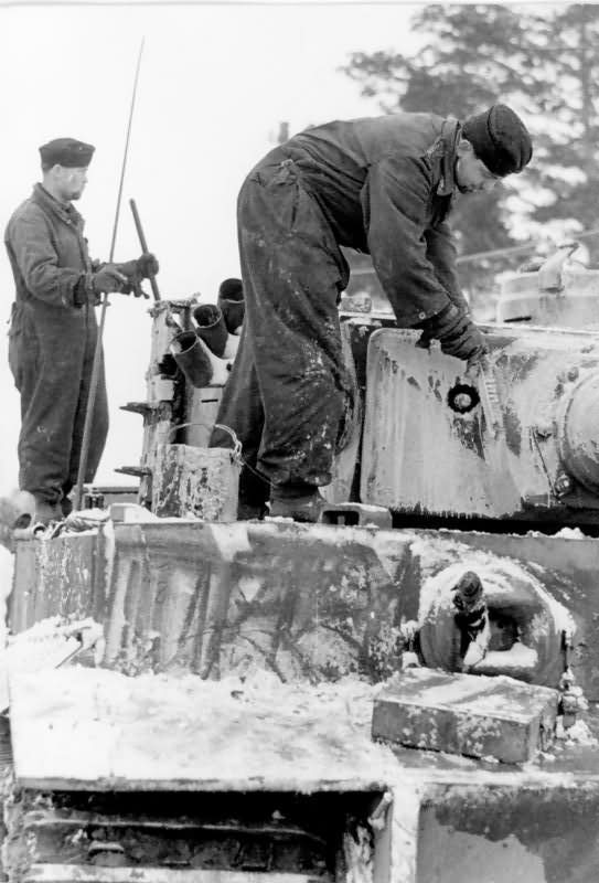 German Tiger I number 222 of Schwere Panzer Abteilung 502 – winter camouflage eastern front