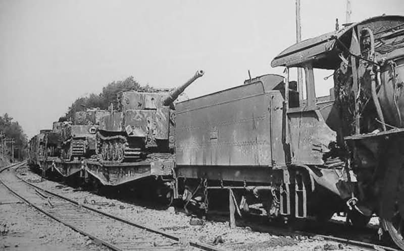 Late tanks Tiger I of the Schwere Panzer-Abteilung 503. Rail transport France 1944