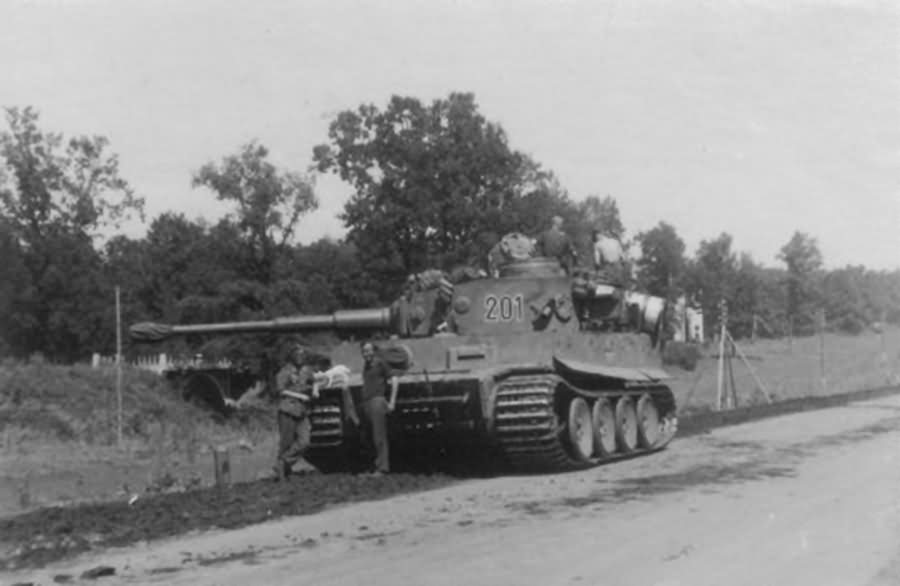 Early production Tiger I of Schwere Panzer Abteilung 503, tank number 201 1943