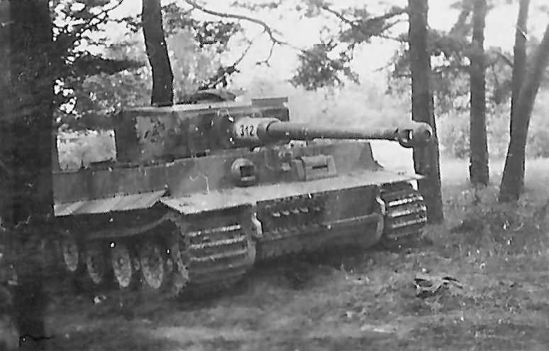 Panzerkampfwagen VI Tiger Ausf. E of the Schwere Panzer-Abteilung 505, tank number 312 front view