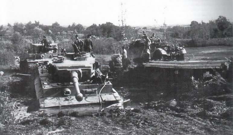 PzKpfw VI Tiger I Ausf. E of Schwere Panzer-Abteilung 503, tank number 332 2
