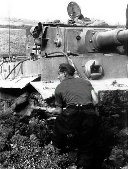 PzKpfw VI Tiger Ausf. E of Schwere Panzer-Abteilung 503, tank number 332 4