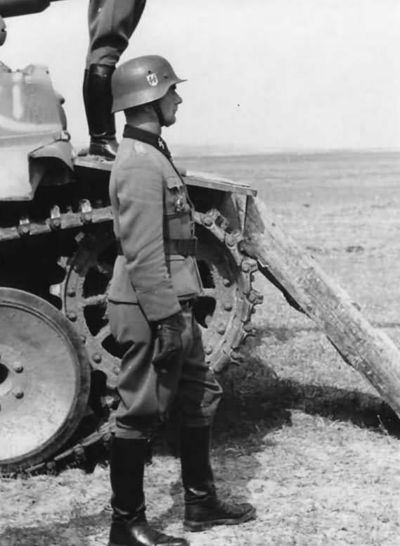 Tiger I number 812 Tiki of the 8/SS-Panzerregiment 2 Das Reich Divisionskommandeur SS Obergruppenfuhrer Walter Kruger