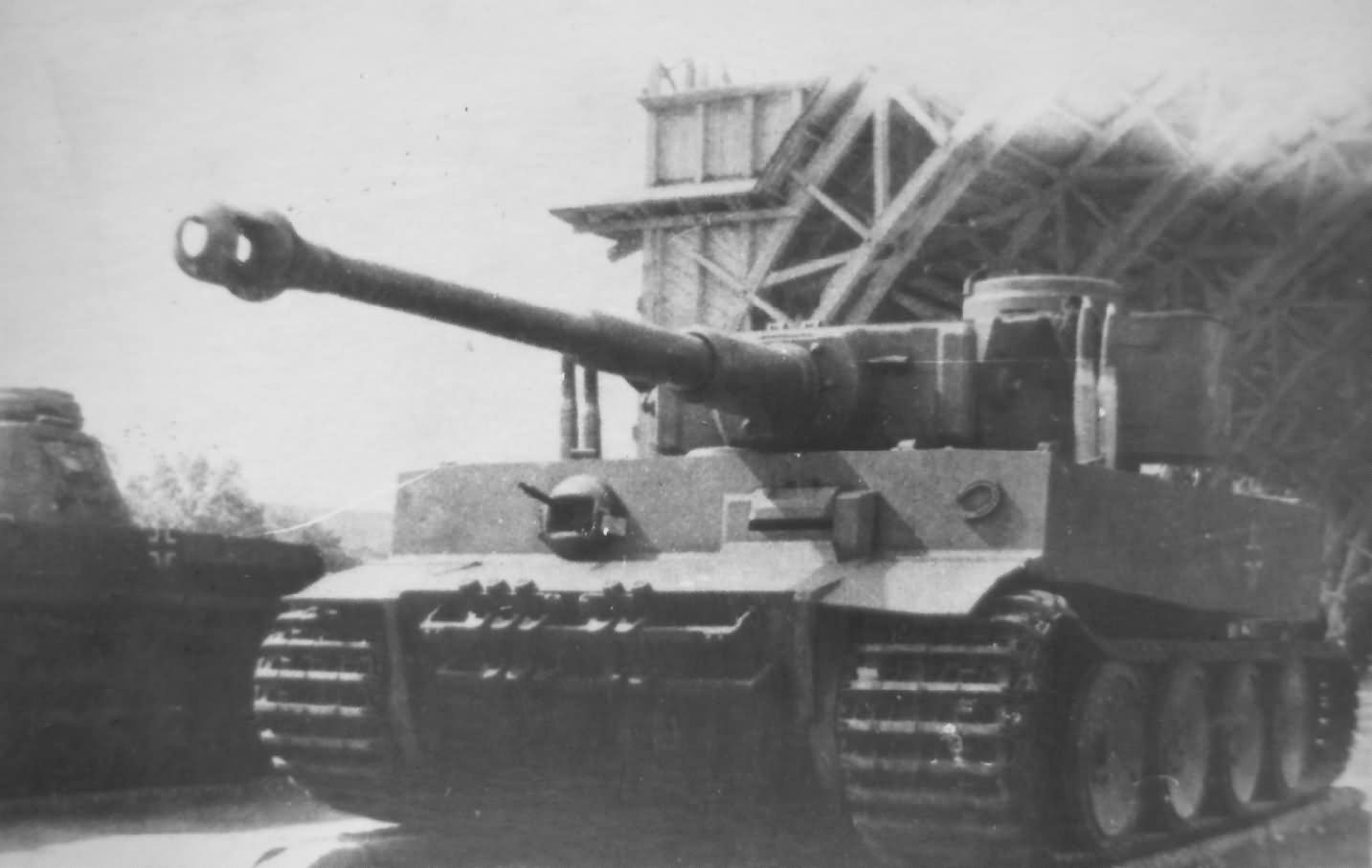 Tiger I tank number 100 of Schwere Panzer-Abteilung 502, front view