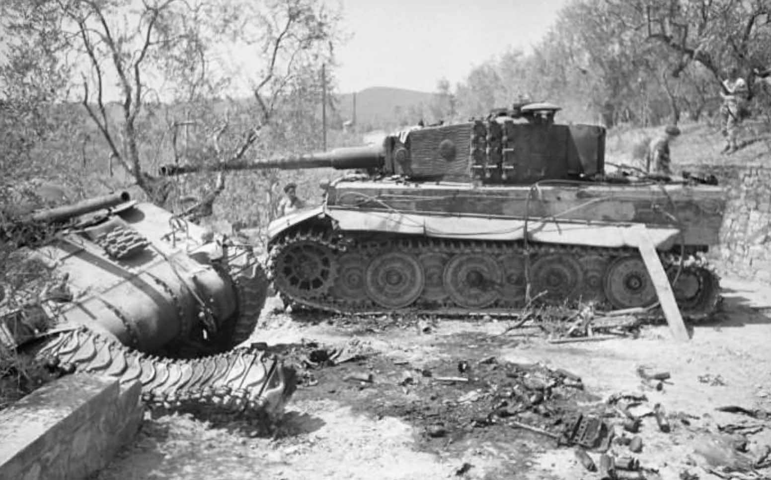 German Tiger Ausf E late (steel wheels), of schwere Panzer-Abteilung 508. Villa La Sfacciata Italy