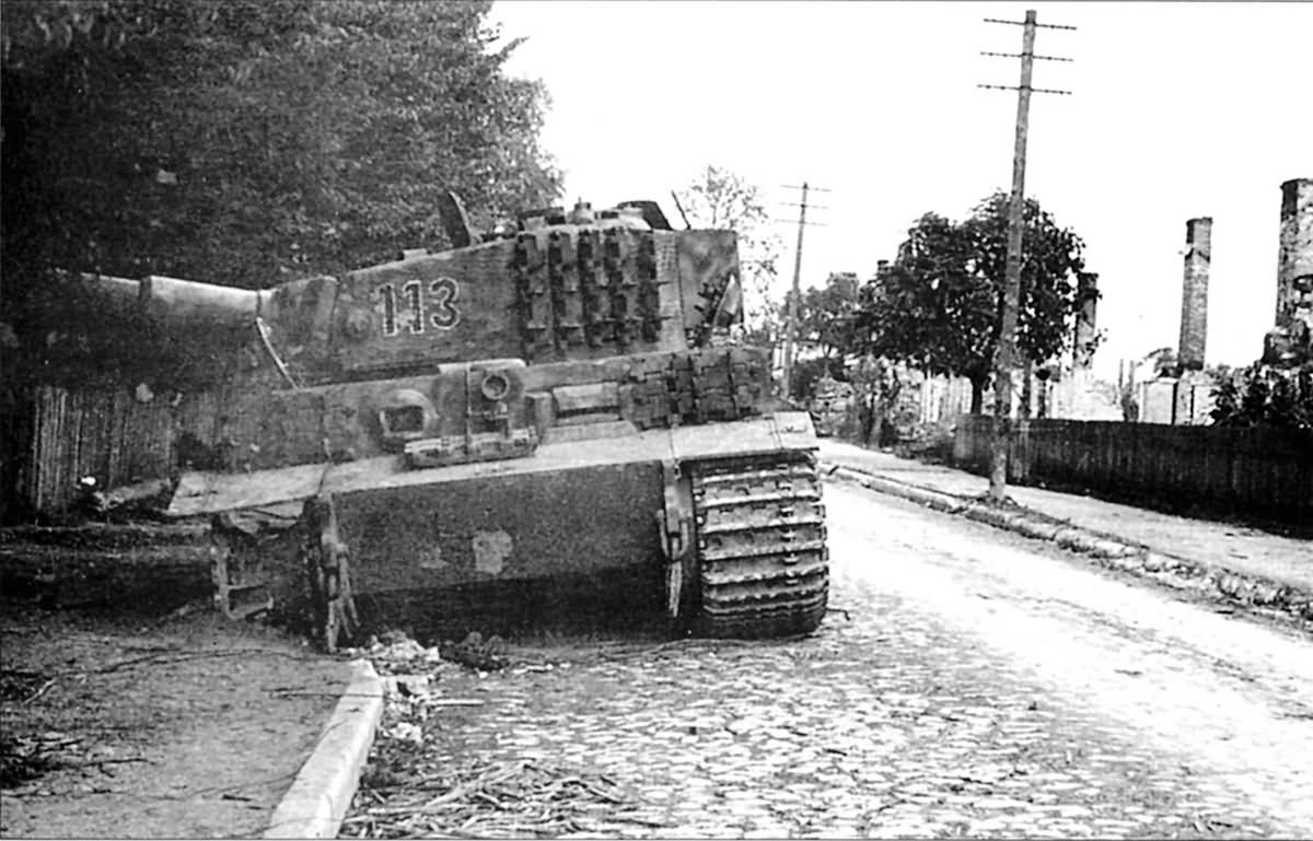 Late Tiger I ausf E, number 113, of the 1st Kompanie Schwere Panzer Abteilung 509, Eastern Front 1944