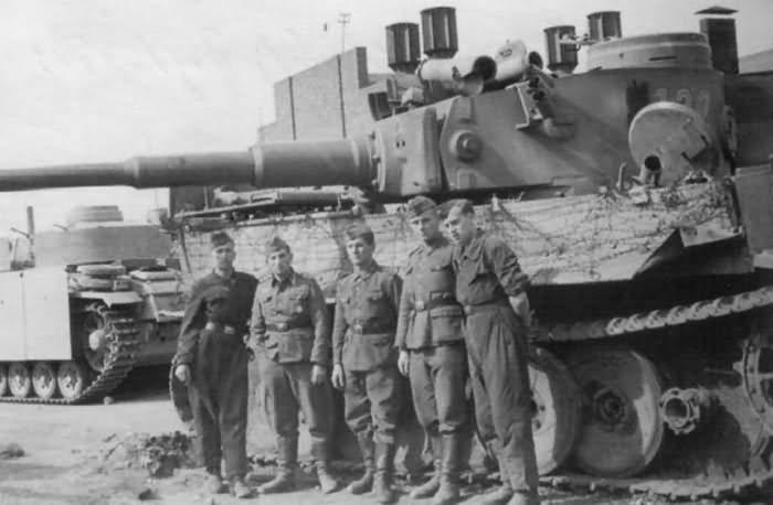 Tiger tank number 122 1943 year