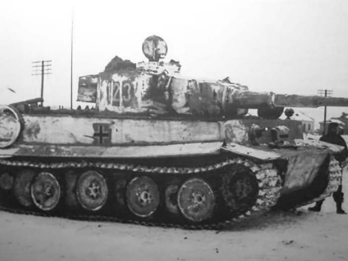 Whitewashed Panzer VI Tiger of the Schwere Panzer Abteilung 503, tank number 123. Near Rostov-on-Don January 1943