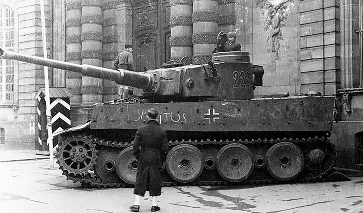 Tiger tank number 222 of Schwere Panzer Abteilung 503