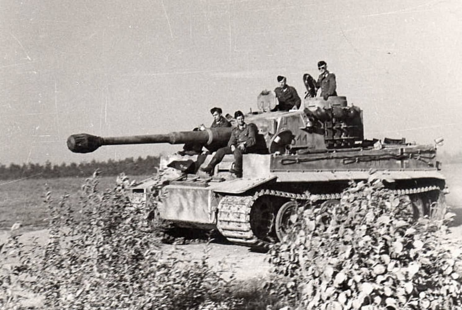 Early production heavy tank Tiger I of the Schwere Panzer Abteilung 502, tank number 311. Eastern front Summer 1943