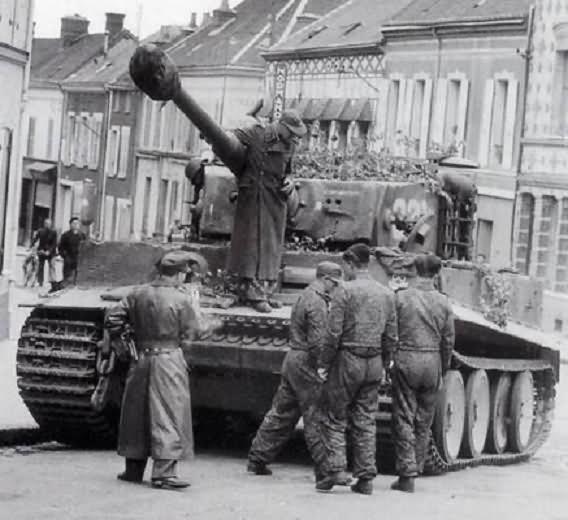 Tiger tank of 3/schwere SS-Panzer-Abteilung 101, tank number 324 – Normandy 1944