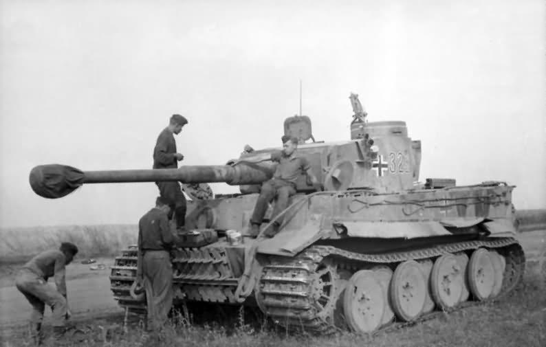 Early Panzerkampfwagen VI Tiger of Schwere Panzer-Abteilung 503, tank number 323