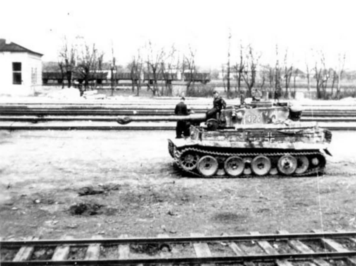 Panzerkampfwagen VI Tiger Ausf H1 of Schwere Panzer-Abteilung 503, tank number 323