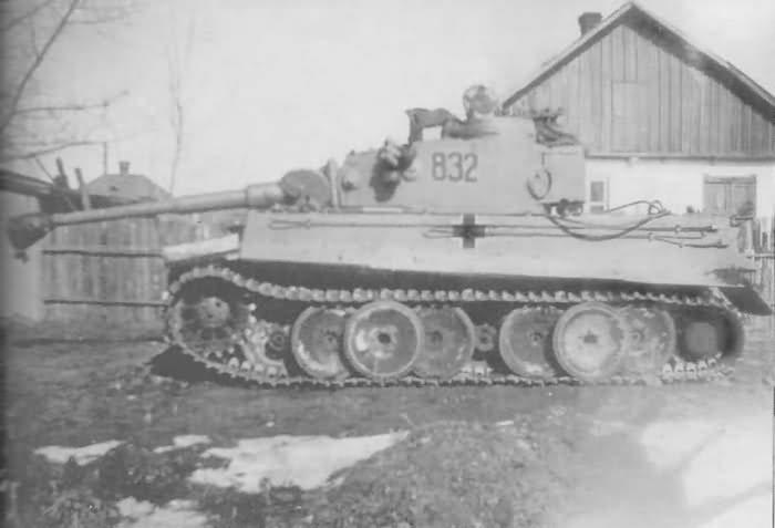 Panzerkampfwagen VI Tiger Ausf. H1 of 8./SS-Panzerregiment 2 Das Reich, tank number 832