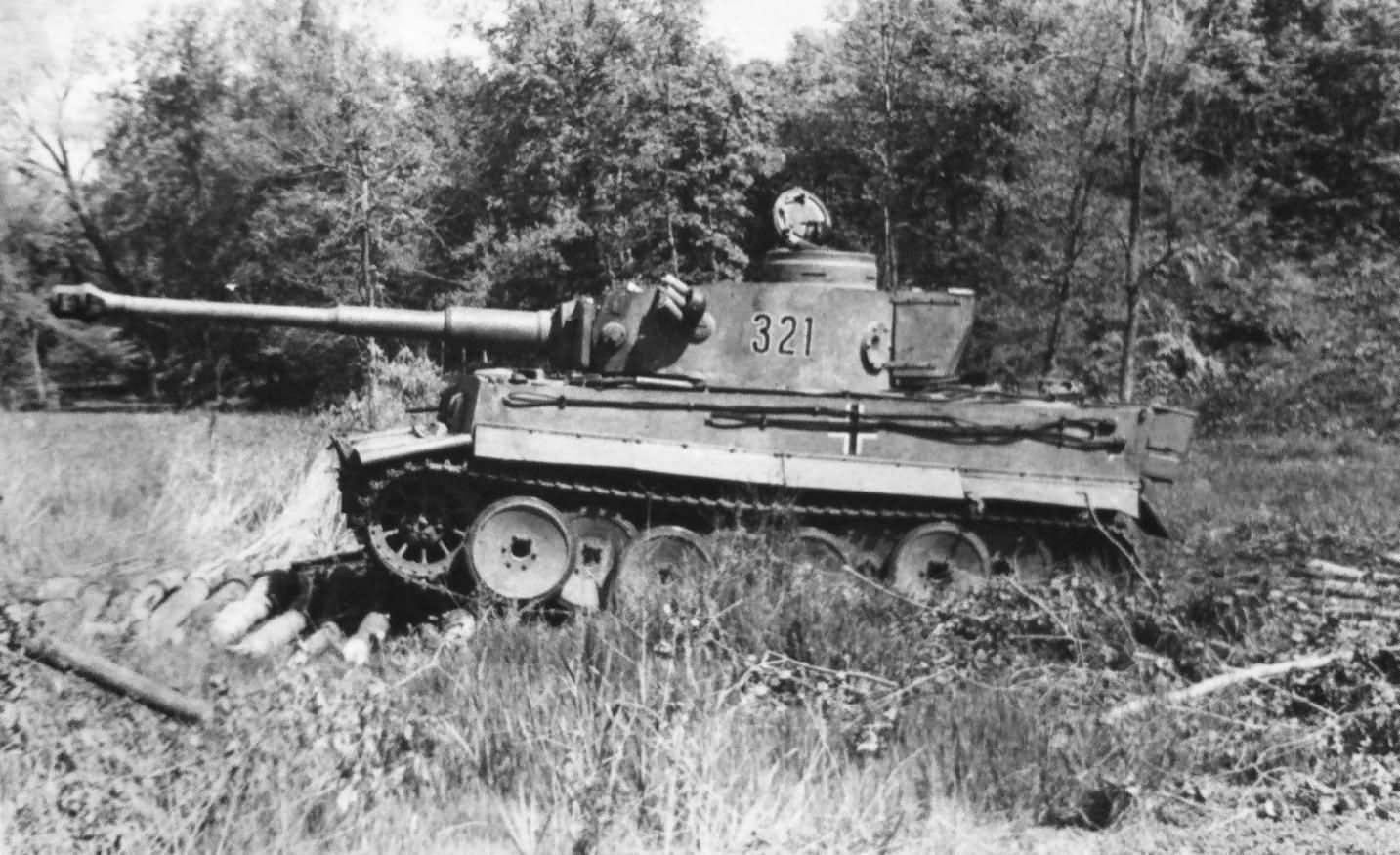 Panzer VI Tiger of Schwere Panzer-Abteilung 503, tank number 321 eastern front 1943