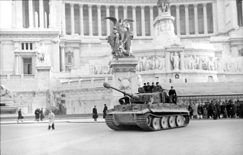 Tiger I of schwere Panzer-Abteilung 508 Rome Vittoriano Italy