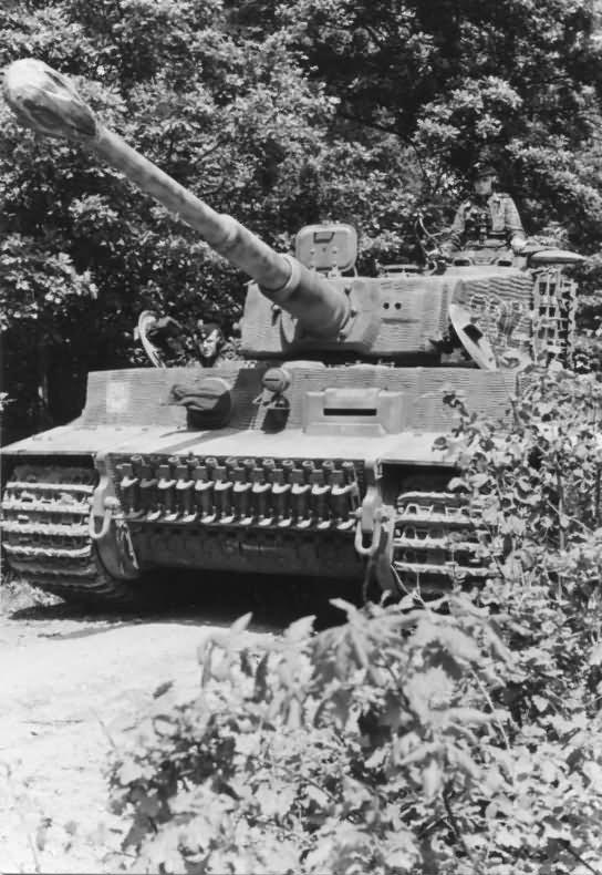Panzer VI Tiger Ausf E of schwere SS-Panzer-Abteilung 101, tank number 232 – Normandy 1944