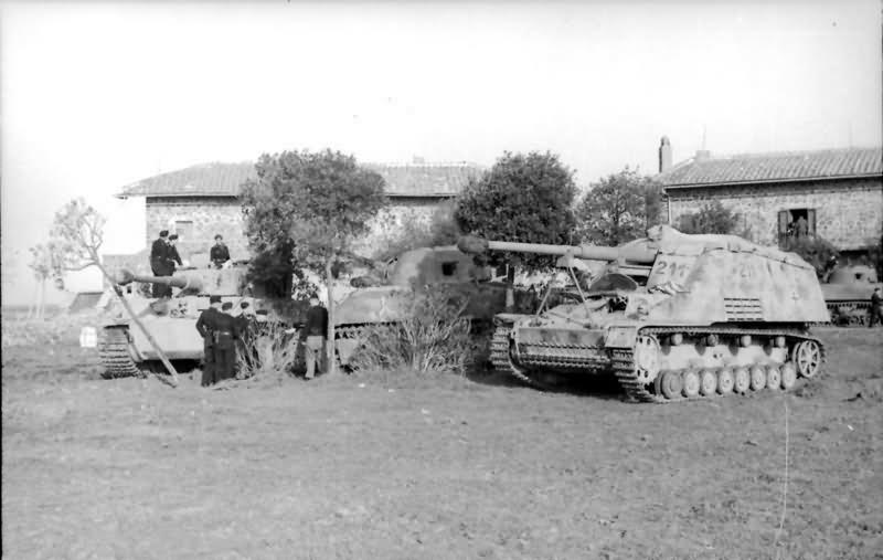 Tiger I Nashorn and Sherman tank Italy 1944 10