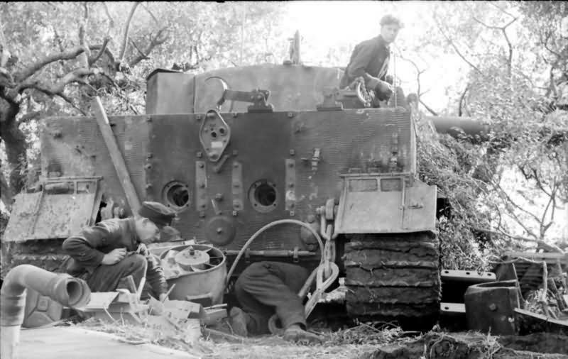 """Tiger I tank """"A2"""" of schwere Panzer-Abteilung 508 Italy 1944 8"""