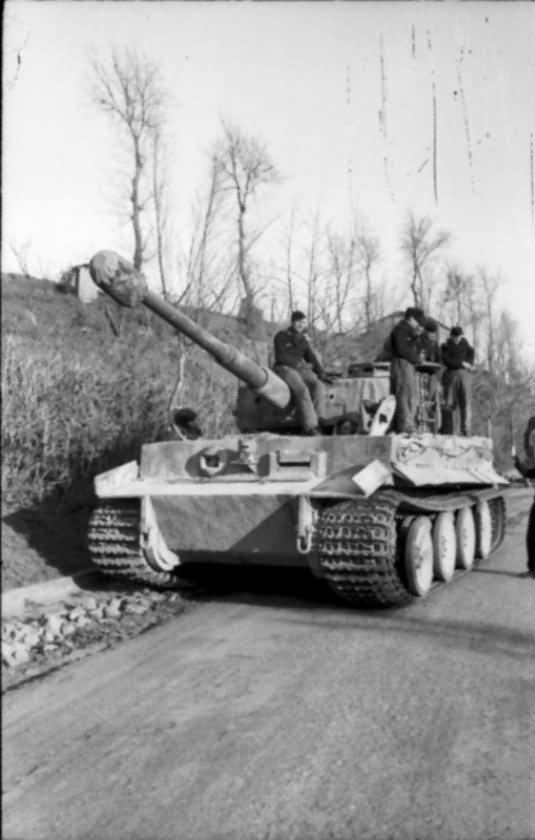 Tiger I tank of schwere Panzerabteilung 508 near Rome 1944 2