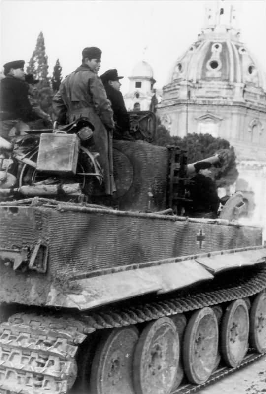 Tiger I tank in Rome 1944 4