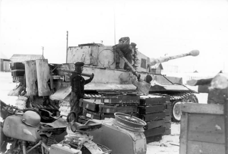 Panzer VI Tiger of Schwere Panzer-Abteilung 501, tank number 211 winter camo Eastern front