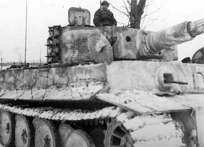 Tiger I number 132 of Schwere Panzer Abteilung 501 winter camo eastern front