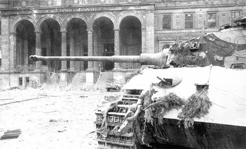 king tiger of schwere ss panzer abteilung 503 potsdamer platz berlin 1945 world war photos. Black Bedroom Furniture Sets. Home Design Ideas