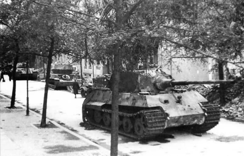 king tiger of schwere ss panzer abteilung 503 pariser strasse berlin 1945 world war photos. Black Bedroom Furniture Sets. Home Design Ideas