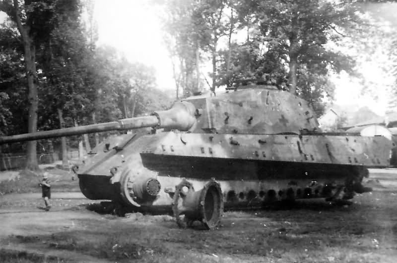 destroyed king tiger tank of the schwere panzer abteilung 507 osterode 1945 world war photos. Black Bedroom Furniture Sets. Home Design Ideas