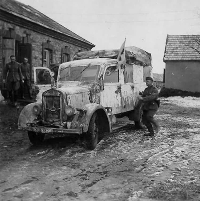 mercedes benz type l 1500 e ambulance | world war photos