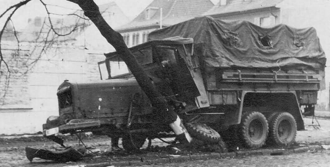 Mercedes benz lg 3000 damaged world war photos for Mercedes benz under 3000