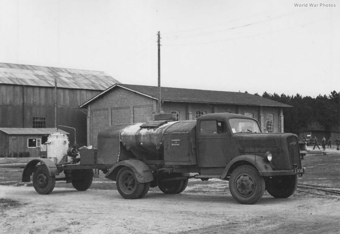 Opel Blitz Tankwagen For V2 World War Photos