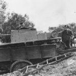 Semovente da 47/32 loaded in the bed of a truck