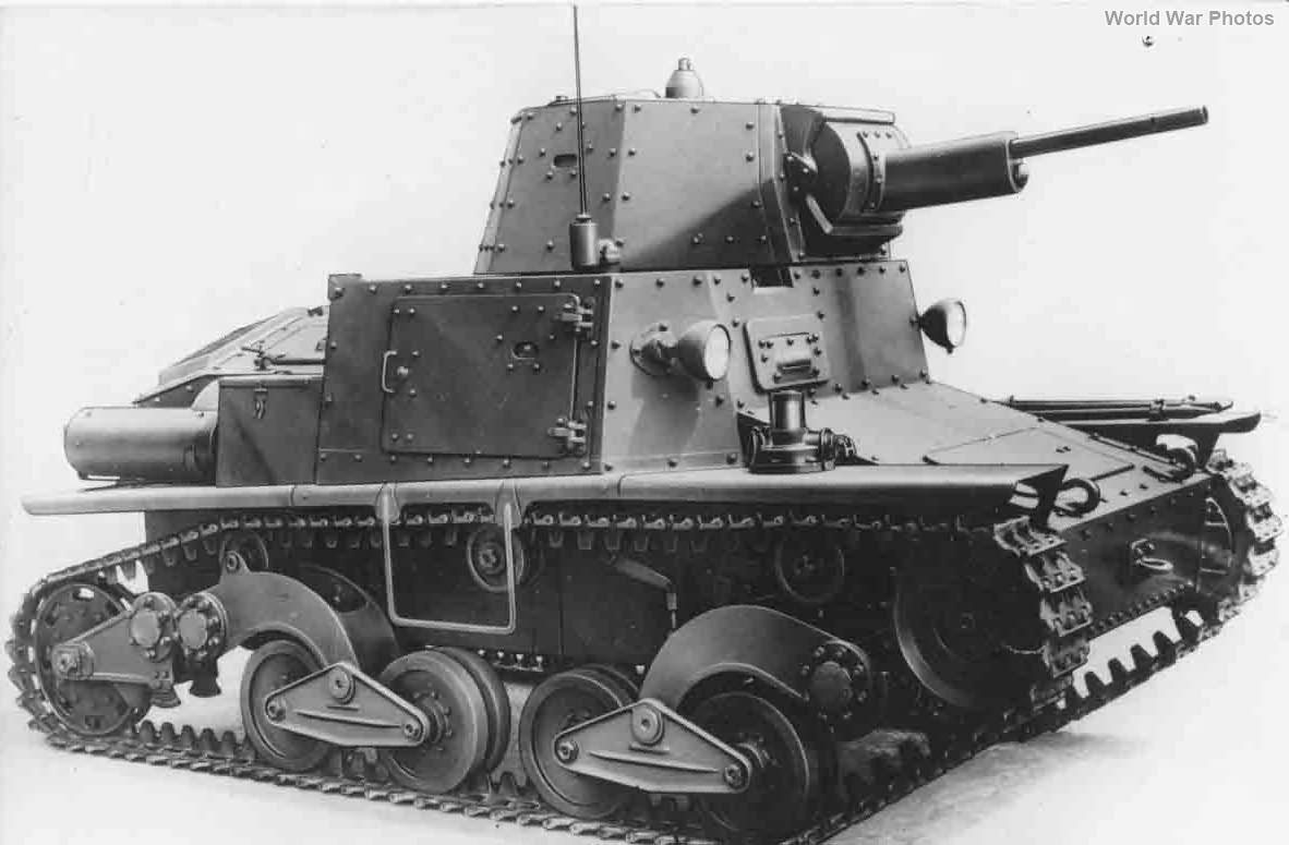 Light tank L6/40 12